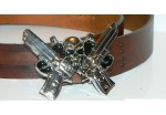 Пряжка для ремня в форме черепа с костями и двух пистолетов