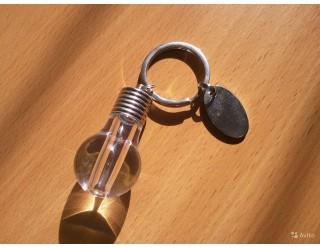 Брелок в виде лампочки, со светодиодом